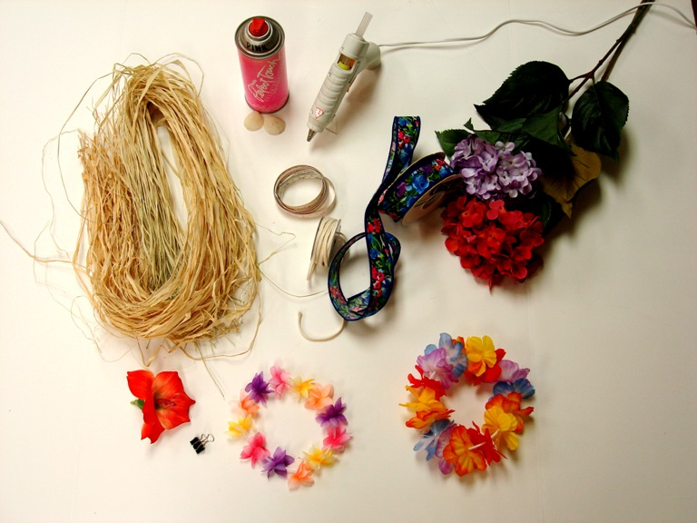 Estos son los materiales que utilicé para hacer mi traje de bailarina Hawainana.